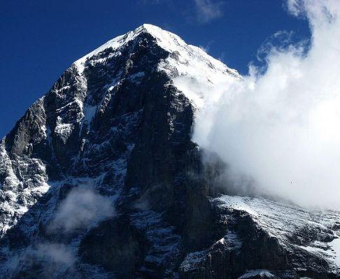 Niesamowita i zabójcza północna ściana Eigeru. /źródło: wiki; Jo in Riederalp (CC BY-SA 3.0)