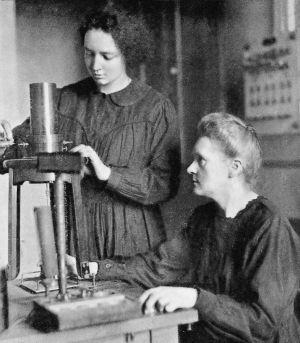 Maria Skłodowska-Curie z córką Ireną /źródło: wiki (CC BY 4.0)