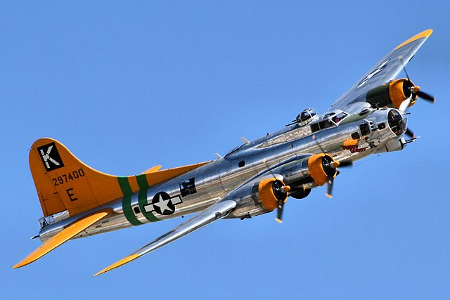 640px-B17_Flying_Fortress_-_Chino_Airshow_2014_(14112841238)